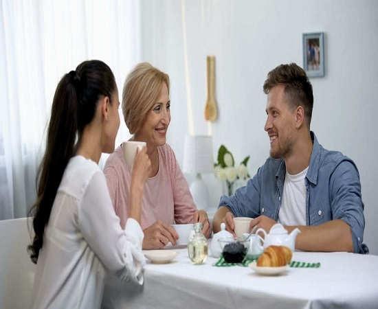 8. چگونه با مادر شوهر حرف بزنیم؟ نزدیکی زیاد و دوری زیاد است هر دو اشتباه است