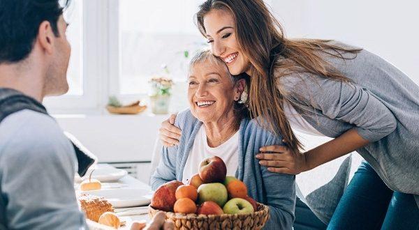 چگونه با مادر شوهر حرف بزنیم؟ + 14 نکته مهم