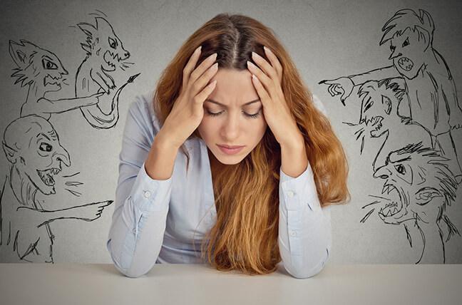 روش های ساده برای دور کردن افکار منفی از ذهن