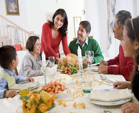 در اولین برخورد با خانواده همسر نسبت به هرچیزی واکنش نشان ندهید